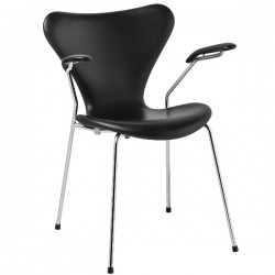 Fritz Hansen Series 7 Chair Fully upholstered armchair, leather